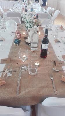 svadobný stôl v prírodnom štýle