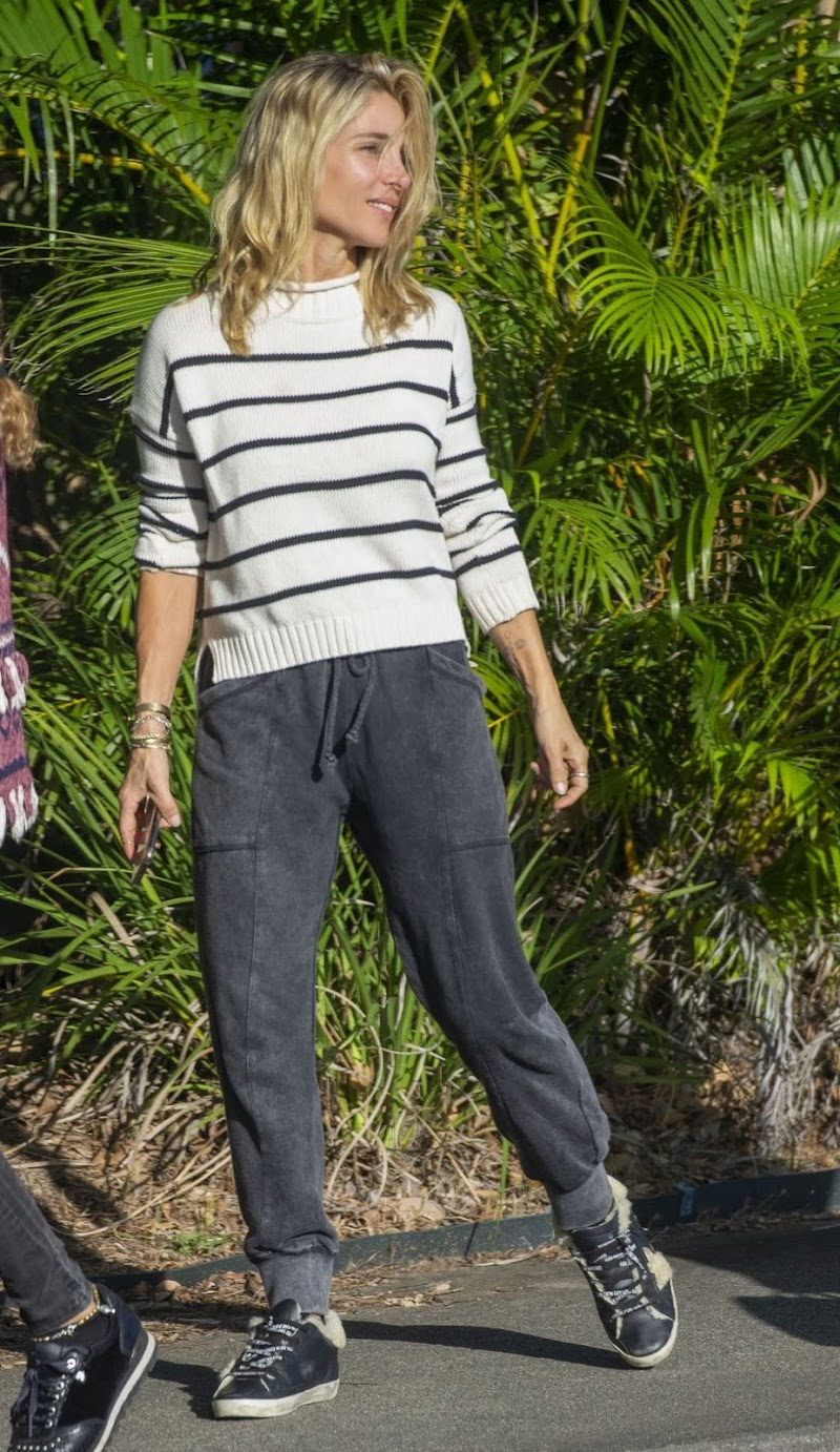 Elsa Pataky Outside in Byron Bay 18 May -2020