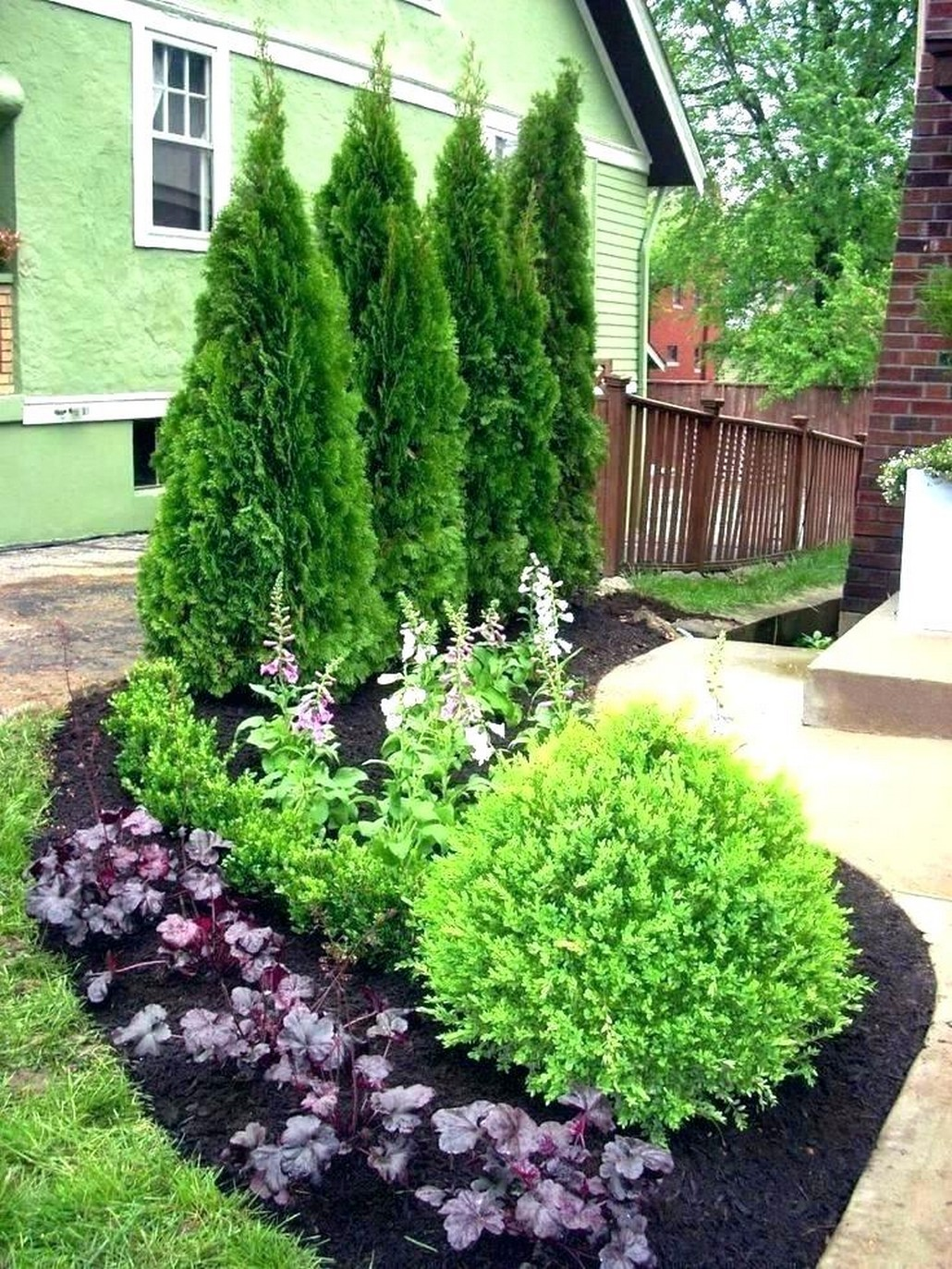 Fascinating Architecture Concept of Front Yard That You Need To See