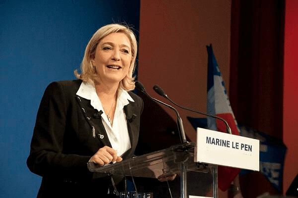 مارين لوبان رئيسة حزب التجمع الوطني الفرنسي