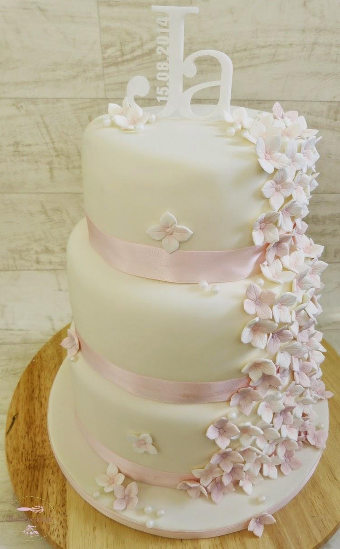 Dreistockige Hochzeitstorte In Weiss Und Rosa Und Warum Frauen Doch
