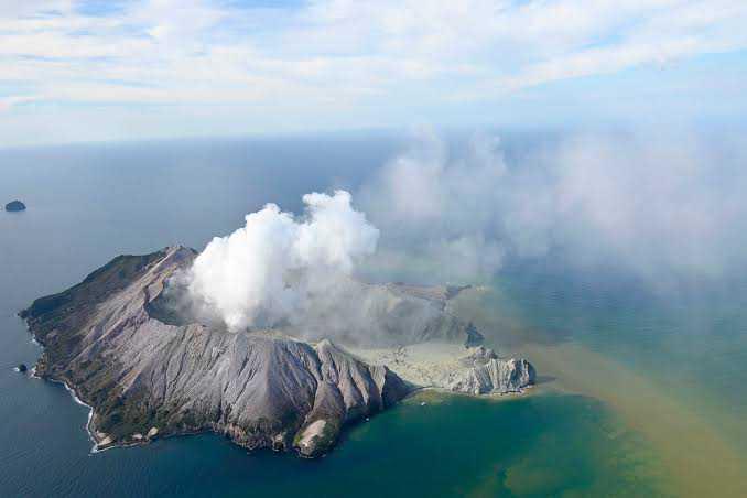 Volcanic eruption in New Zealand, five killed