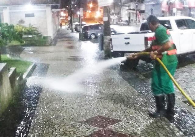 Limpeza em ruas e calçadas em Petrópolis é reforçada