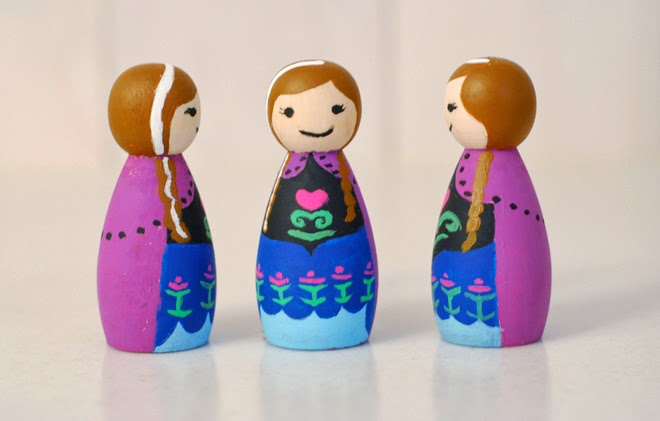 Hand painted FROZEN peg dolls. FROZEN party favors for girls and boys, FROZEN Anna peg doll