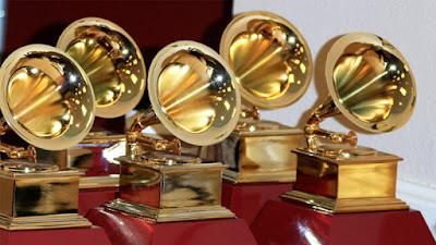 Sejarah Grammy Awards                     Grammy Awards (awalnya disebut Gramophone Awards)-atau-Grammy disajikan setiap tahun oleh National Academy of Recording Arts and Sciences dari Amerika Serikat untuk prestasi menonjol dalam industri musik. Fitur upacara penghargaan pertunjukan oleh seniman terkemuka, dan beberapa penghargaan minat lebih populer disajikan dalam televisi dipandang luas upacara.  Penghargaan didirikan pada tahun 1958. Sebelum Grammy siaran live pertama pada tahun 1971 di ABC, serangkaian rekaman spesial tahunan di tahun 1960-an berjudul The Best pada Record disiarkan di NBC. Penghargaan Grammy pertama siaran berlangsung pada malam November 29, 1959, sebagai sebuah episode dari serial antologi Minggu NBC Showcase, yang biasanya dikhususkan untuk bermain, drama TV asli, dan berbagai acara. Sampai tahun 1971, upacara penghargaan diadakan di New York dan Los Angeles, dengan para pemenang menerima di salah satu dari dua. Pierre Cossette membeli hak untuk menyiarkan upacara dari National Academy of Recording Arts and Sciences dan menyelenggarakan siaran live pertama. CBS membeli hak pada tahun 1973 setelah upacara pindah ke Nashville, Tennessee, Amerika Music Awards diciptakan untuk ABC sebagai hasilnya. The 52 Grammy Awards (2010) Upacara ini diadakan di Los Angeles Staples Center, disiarkan langsung di East Coast dan menunda rekaman