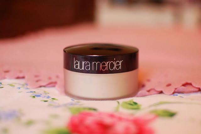 Laura Mercier Loose Setting Powder in Translucent