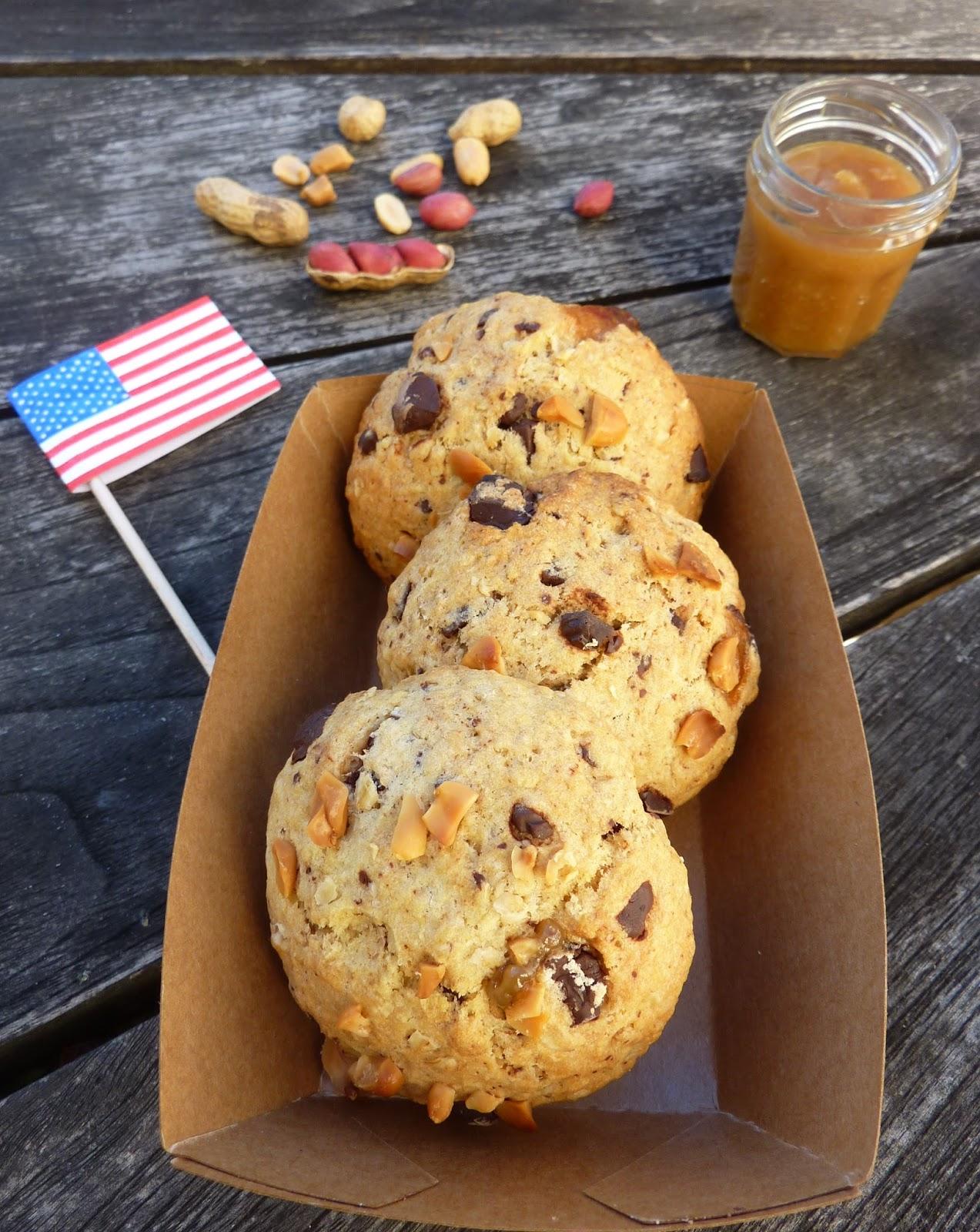 Bons Gros Cookies moelleux & gourmands Façon Starbucks Préparation : 5 min Cuisson: 20 min Dégustation : très rapide Ingrédients Pour 6.
