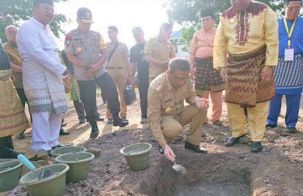 Petakan Batu Pertama Pembangunan Rumah Melayu Sekadau Oleh Gubernur Kalbar Sutarmidji