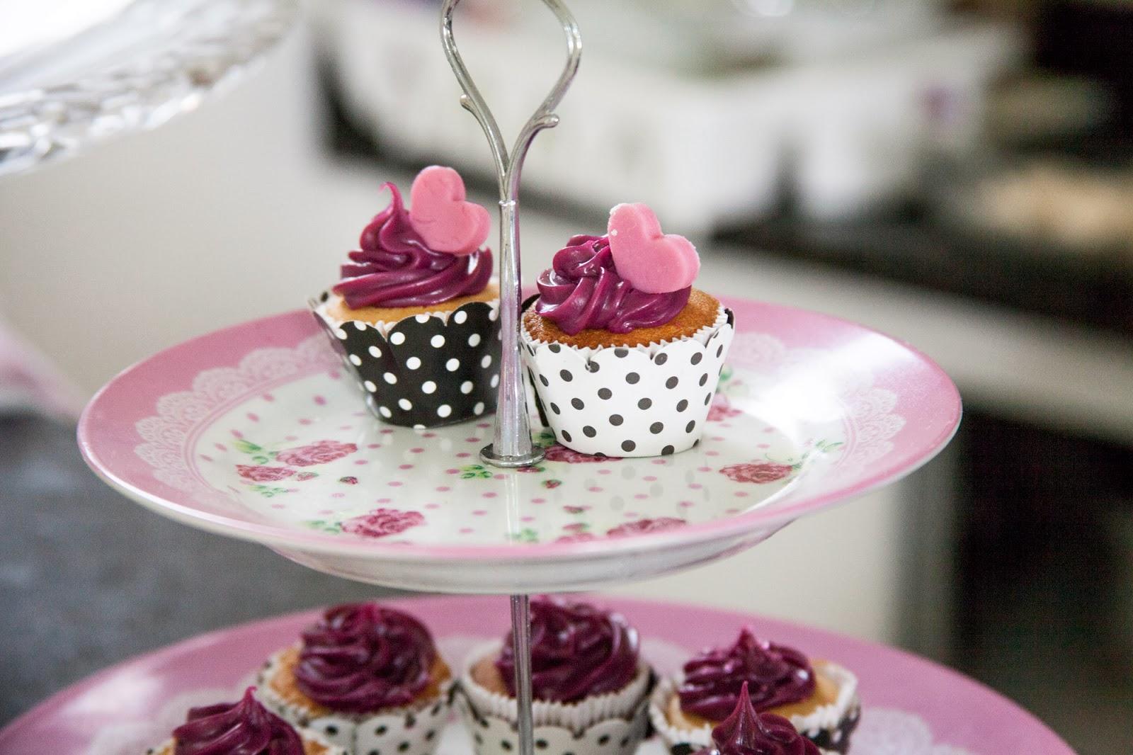 cha-lingerie-cupcakes