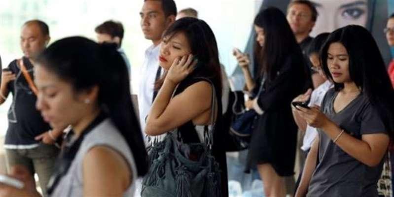 Ενας στους τέσσερις νέους εθισμένος στο κινητό τηλέφωνο