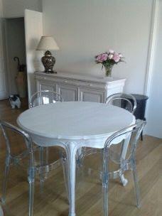 table-salle-à-manger-patinée-lin-et-blanc