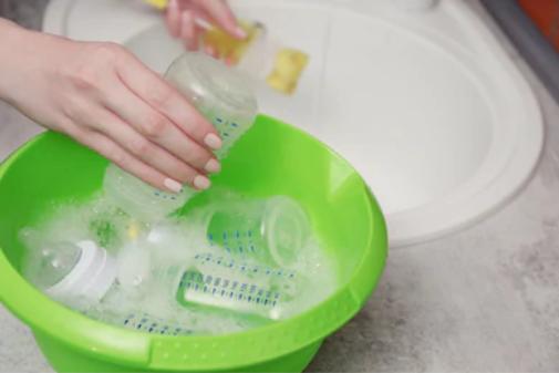 Bunda, Ketahui Langkah Mencuci Botol Bayi yang Benar Ini