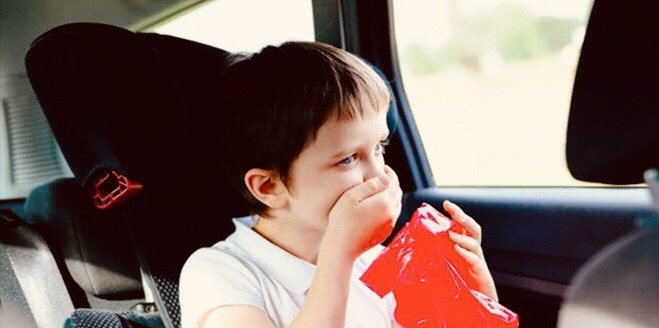 Xử lý thế nào khi điều hòa ô tô gây mùi khó chịu?