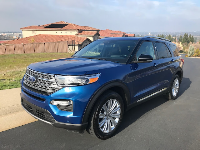 Front 3/4 view of 2020 Ford Explorer Limited Hybrid