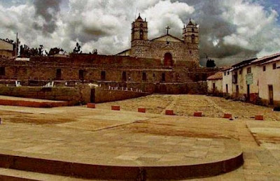 Imagen del Templo del Sol en Vilcahuamán con buena vista