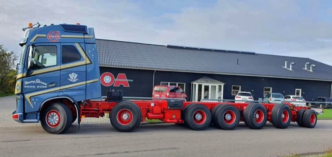Empresa dinamarquesa transforma Volvo FH 750 6x4 em 14x4