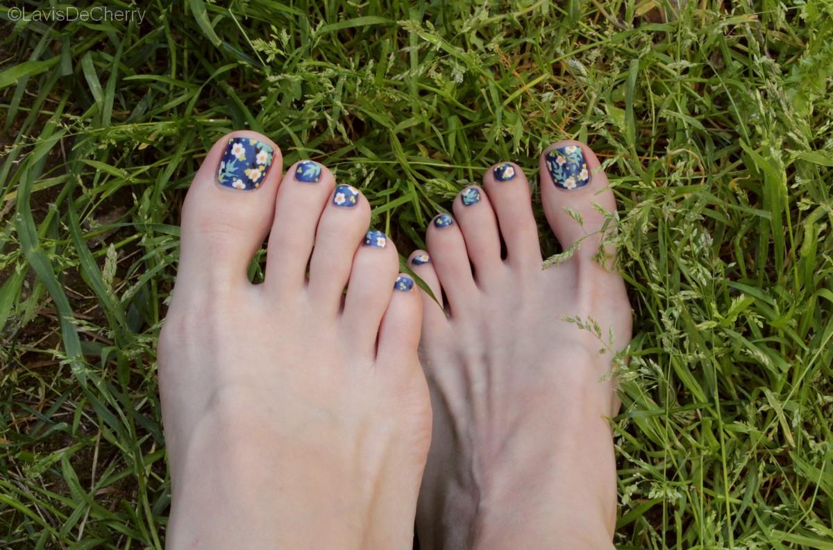 nail-art-pieds-facile-vernis-fleurs-printemps