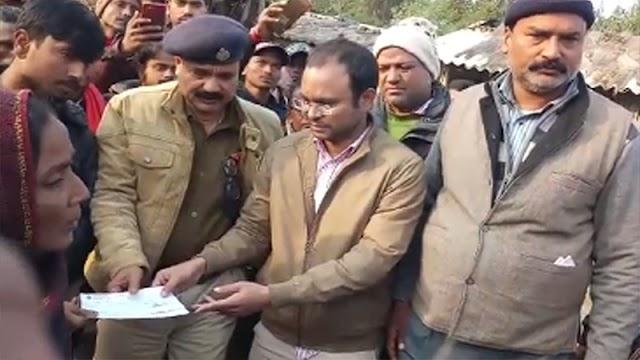 गम्हरिया के अग्नि पीड़ित परिवार को प्रशासन ने दी सरकारी सहायता