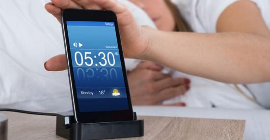 """Função """"soneca"""" do celular não faz bem para a saúde"""