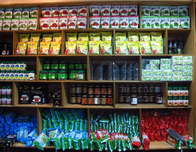 Tea Shopping Munnar, Best Places to Visit in Munnar
