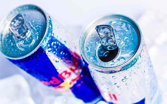 هل يجب عليك استخدام مشروبات الطاقة قبل أو أثناء التدريبات ؟
