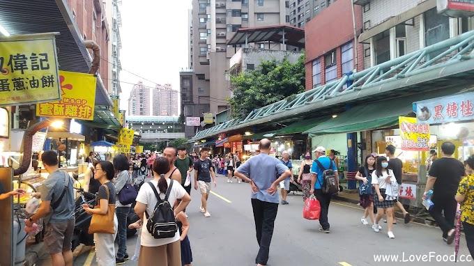 新北新店-新店老街@碧潭-一點都不老的老街 比較像市區的夜市-xin dian lao jie