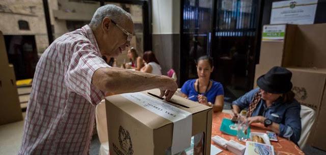 Cierran colegios electorales en Colombia tras polémica por falta de papeletas