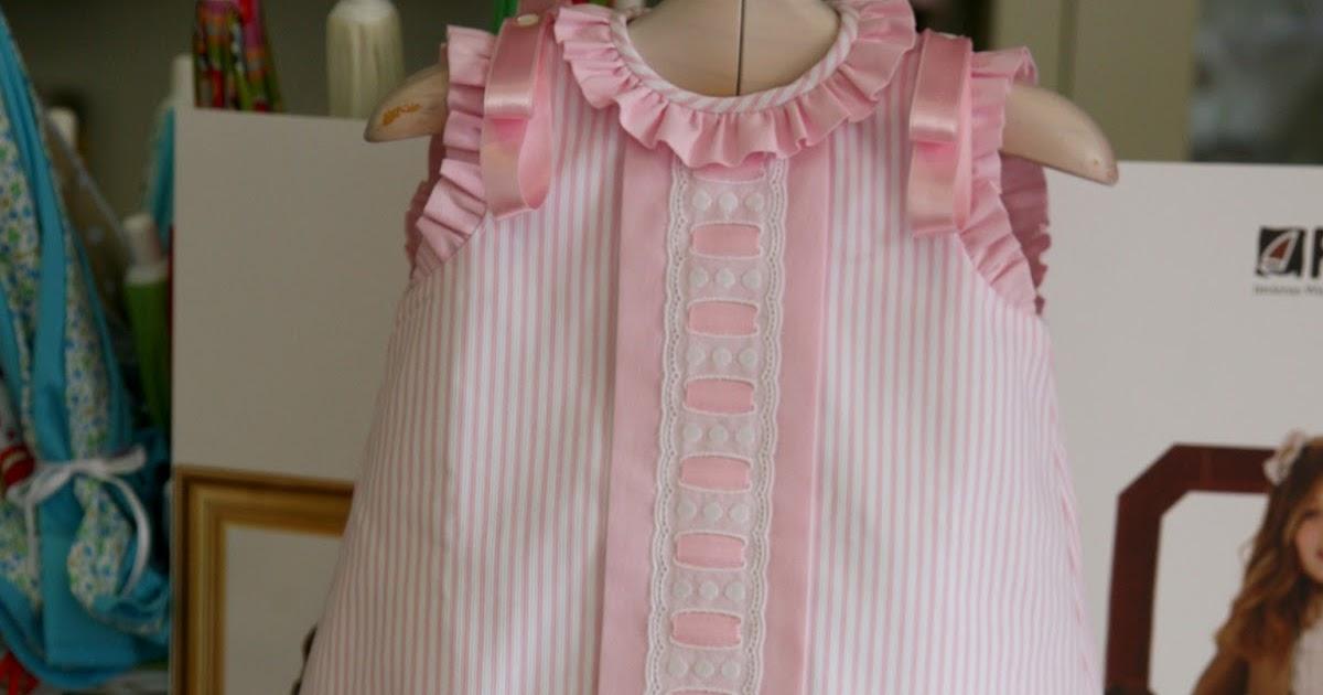 2ad8f86dd Ropa bebé: Vestido en piqué con batista rosa y puntilla suiza