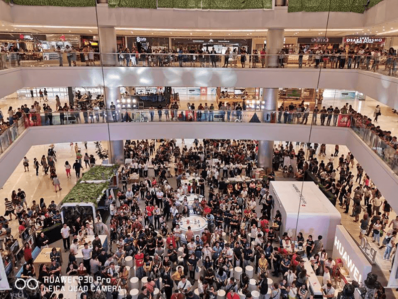 SM Megamall crowd, photo grabbed from Huawei PH