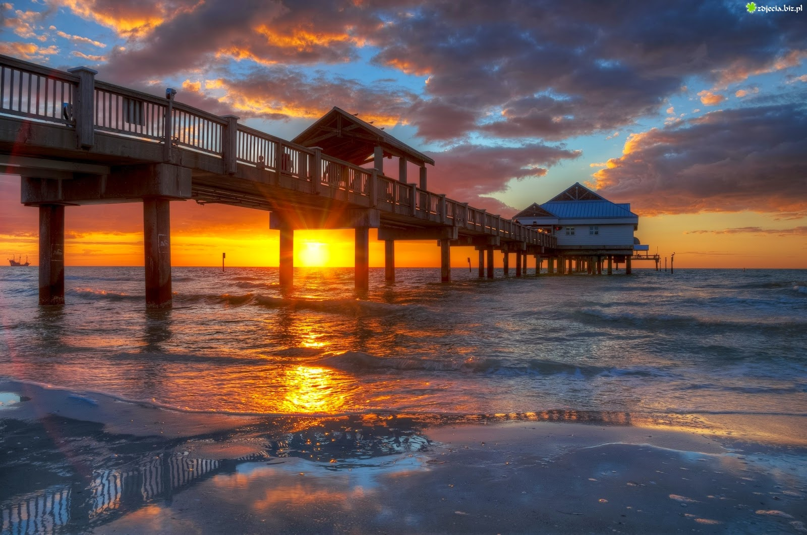 Clearwater Beach, Florida, USA | 10 Places to See Beautiful Sunset Around The World