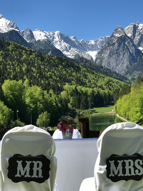 Mr. and Mrs. church wedding on the meadow, Shades of pink, weddings abroard, mountain wedding at the lake, wedding, Bavaria, Germany, Garmisch, Riessersee Hotel, getting married in Bavaria, wedding planner Uschi Glas