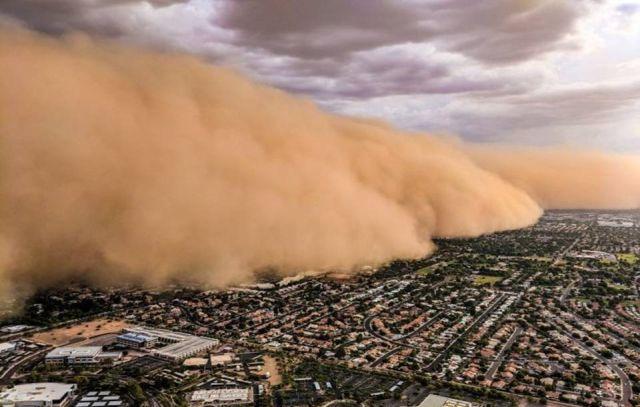 Epic rolling wall of dust moving toward Phoenix, Arizona  Epic%2BWall%2Bof%2BDust%2BArizona
