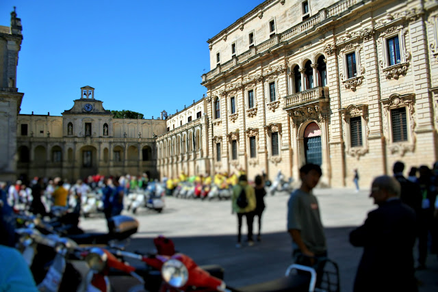 piazza, vespe, cielo, Episcopio, seminario, gente