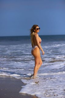 Ana-Braga-was-spotted-in-a-tiny-one-piece-swimsuit-at-the-beach-in-Malibu.-f7didp0iro.jpg