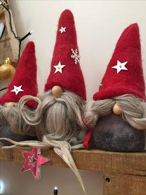 Χριστουγέννων διακόσμηση και στολίδια...