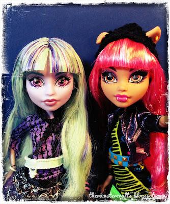 Twyla and Howleen Monster High doll selfie