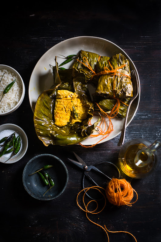 Macher Paturi (Fish in Mustard paste cooked in Banana leaf parcel)