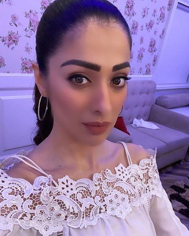 Actors Gallery: Raai Laxmi New Glamorous Cute Looks