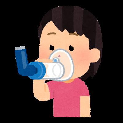 吸入器のスペーサーを使う子供のイラスト(女の子)
