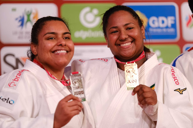 Maria Suelen e Bia Souza em um pódio conjunto