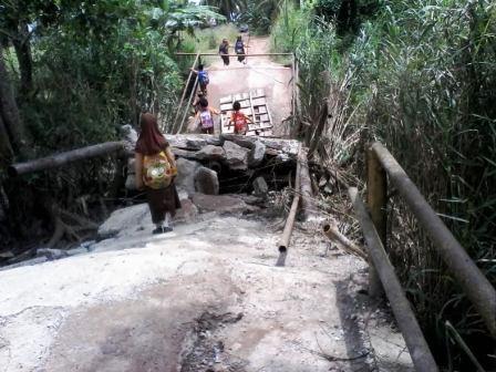 Akses Jalan Desa Sejankgko 2 Ogan Ilir  Terputus