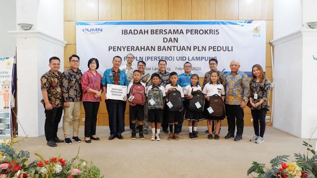 Viral Petang (25/02/2020) Bandar Lampung,-- Keluarga besar Persekutuan Rohani Kristen (Perokris) PLN Unit Induk Distribusi Lampung mengadakan ibadah Bersama dan bakti sosial yang dilaksanakan di Ruang Sakai Sambayan, Kantor PLN UID Lampung pada Jumat, 21 Februari lalu.