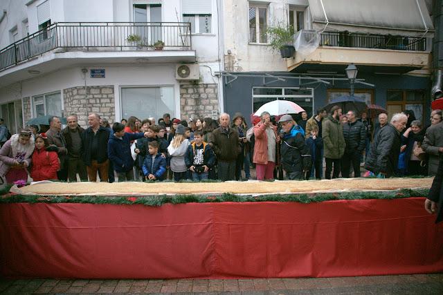 Θεσπρωτία: Παραλειπόμενα από το μελομακάρονο 5 μέτρων στην Παραμυθιά (ΦΩΤΟ & VIDEOS)