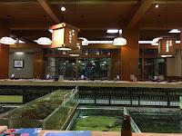 Fukuoka - restauracja z akwariami i rybami, które są serwowane zaraz po złowieniu.