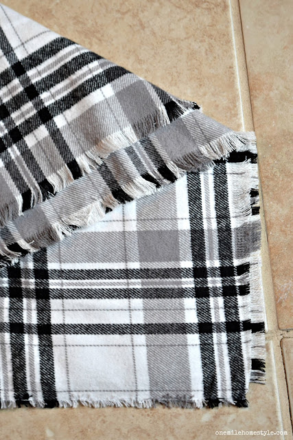 How to make your own no sew plaid Christmas Tree skirt.