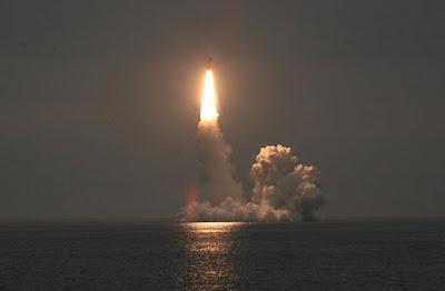 Kapal Selam Nuklir Rusia Tembakkan Rudal dari Kutub Utara