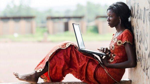 كيف يمكن للإنترنت أن يحل مشكلة الفقر في العالم؟