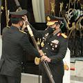 Resmi Jabat Kapolri, Jenderal Idham Azis Serahkan Panji Polri Tribrata ke Jenderal Listyo Sigit Prabowo