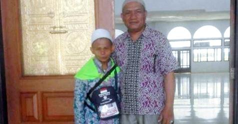 Jual Pulsa Keliling Selama 10 Tahun, Ucil Akhirnya Bisa Naik Haji