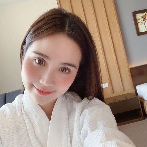 """Hội bạn thân toàn gái xinh sinh năm 1990 của MC Thu Hoài - người đang bị đồn là tình mới của """"bạn trai cũ Ngọc Thảo"""""""